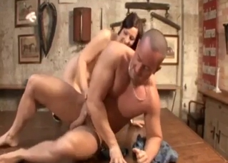 Hardcore cowgirl sex with a big-bottomed sister